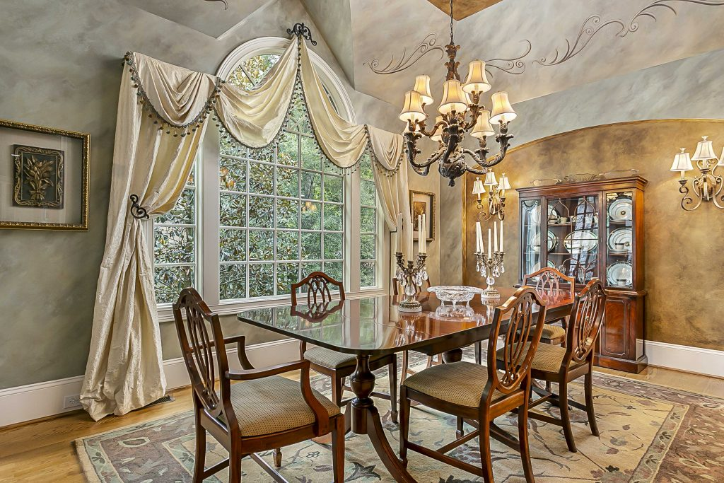 Real estate photograph of gorgeous dining room of Highgate Resident.